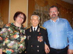 Моя жена Татьяна и я Героем Советского Союза С.Н. Решетовым на 100-летнем юбилее Кардымовской школы, октябрь 2015 года